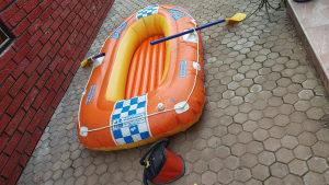 Čamac sa veslima i pumpom
