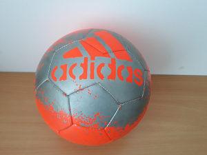 Adidas lopta fudbalska