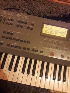 Korg klavijatura