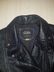 Pull & Bear Crna kozna jakna ( 100% Koza )