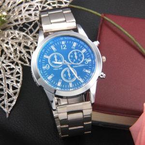 Ručni sat sa metalnom narukvicom sa plavim staklom