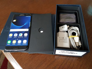 Samsung galaxy s7 edge black kao nov stanje 10/10