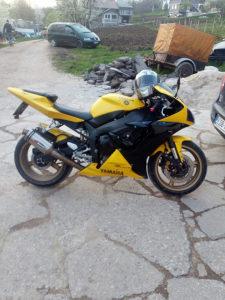 Motor yamaha r1