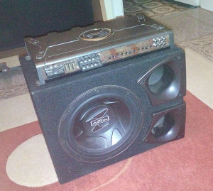 AUTO POJACALO AXTON A470-170 I WOOFER/BUFER AXTON A825