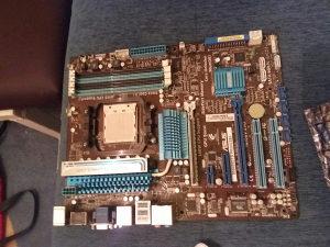 Prodajem razne dijelove za kompjuter