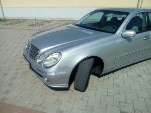 Mercedes-Benz E 220 stranac