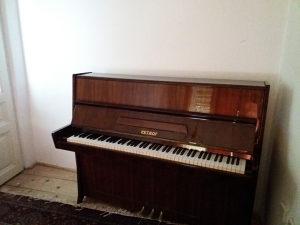 Klavir Petrof pianino