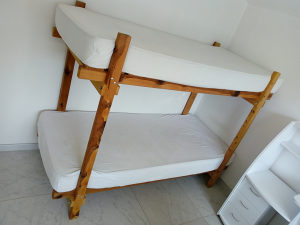 Krevet na sprat dvospratni krevet sa madracima
