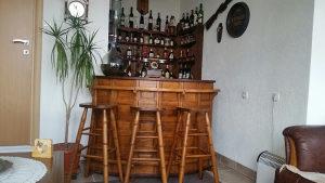 Šank kućni puno drvo+3 stolice +3police drvene