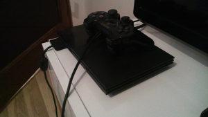 Sony Playstation 2 sa 4 igrice