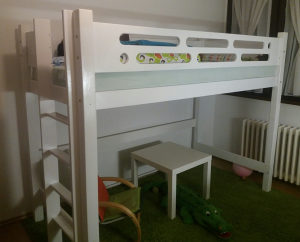 drveni krevet na sprat