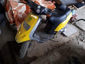 Motor piaggio skuter polovan neispravan i jedan isprava
