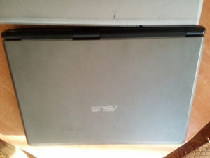 Kompijuteri laptopi za djelova i komplet