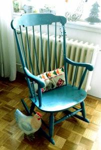 Stolica na ljuljanje od punog drveta