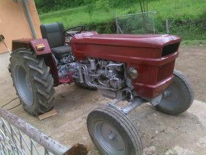 Traktor štore