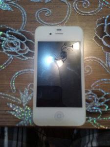 Iphone 4  otkljucan kao nov