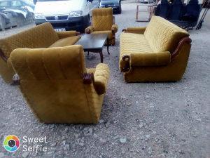 Dva trosjeda dvije fotelje tabure i sto