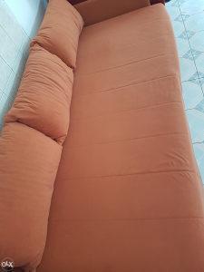 Kauč u dobrom stanju