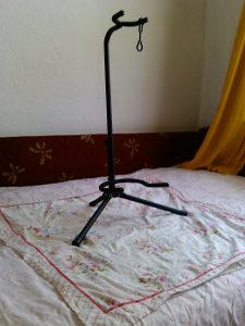 stalak / stativ za akusticnu / klasicnu gitaru BASIX