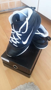 Prodajem zenske Nike patike,kao nove!Broj 38.5!Cijena 3