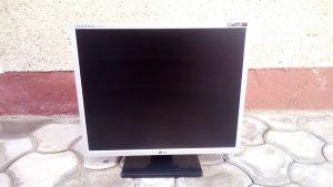 "LCD Monitor LG 19"" odlicno stanje"