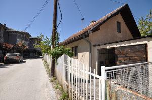PRODAJU SE dvije kuće u naselju Vraca