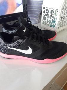 Nike tene broj 38.5