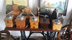 Starine antikviteti drveni mlin za kafu