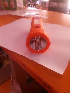 Led rucna svjetiljka na baterije,jacina 1W 3w