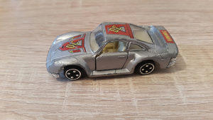 Stariji metalni autić
