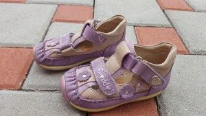 Prodajem Froddo sandale br 23 , u jako dobrom stanju