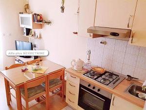 Makarska stan - namještena garsonjera