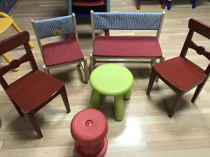 Djecija klupica sa stolicama