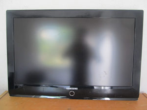 "LCD TV 32"" SAMSUNG (za popraviti)"