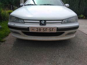 Peugeot pezo 406 prednji branik