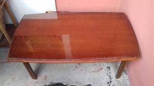 Komoda trepezariski sto 4 stolice i 1 manji sto