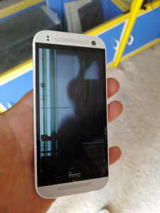 HTC M8 mini displej razbijen 25KM