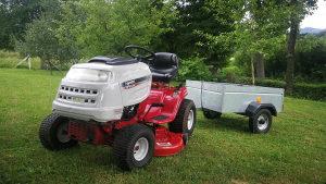 Parkovska traktorska kosilica