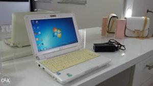 Laptop mini Asus 2x1.6,1gb,120gb,webcam