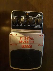 gitarska pedala beringer FX 600