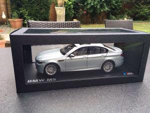BMW M5 V8 BiTurbo F10 omjer 1:18 Paragon