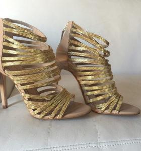 ZARA štikle sandale zlatne