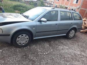 Škoda Octavia( komplet u djelovima. Sve ispravno osim m