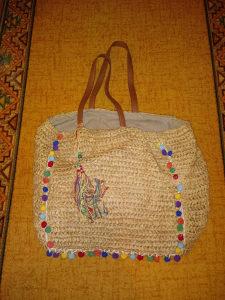 Pletena smedja torba za plazu Koton