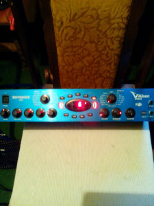 Procesori za gitaru yamaha,behringer