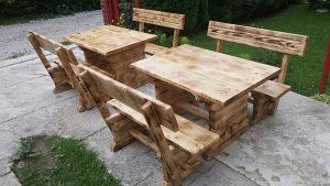 Vrtni namjestaj drvene klupe i stolovi