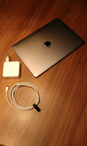 "Apple MacBook Pro 13"" (Touch Bar)"