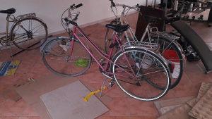 Bicikla vise komada