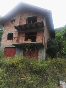Kuća Ilijaš selo Stupe magistralni put ka Srednjem