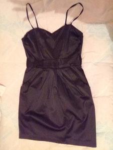 Mala crna satenska haljina